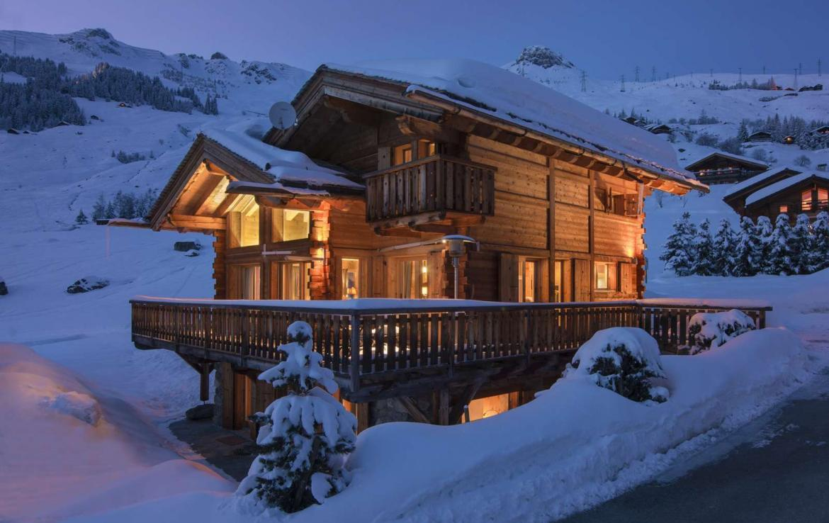 Kings-avenue-verbier-snow-chalet-outdoor-jacuzzi-parking-childfriendly-massage-room-081-4