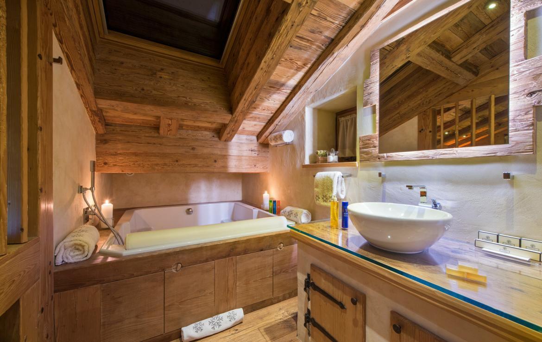 Kings-avenue-verbier-snow-chalet-sauna-hammam-childfriendly-fireplace-022-12
