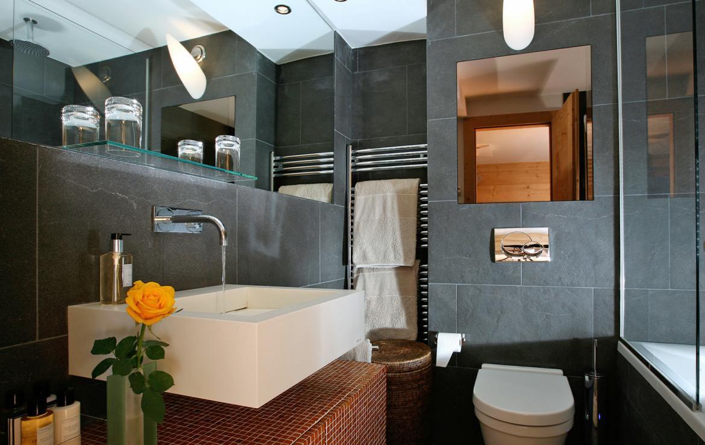 Kings-avenue-verbier-snow-chalet-sauna-outdoor-jacuzzi-hammam-swimming-pool-area-verbier-015-16