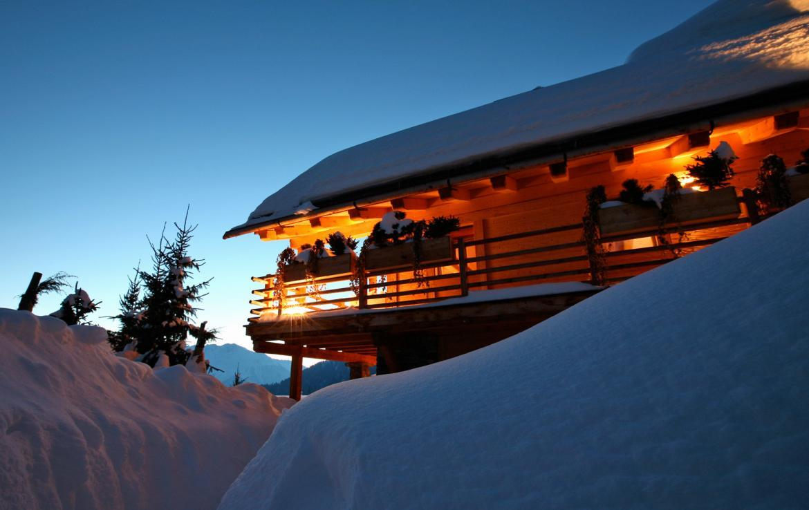 Kings-avenue-verbier-snow-chalet-sauna-outdoor-jacuzzi-hammam-swimming-pool-area-verbier-015-6
