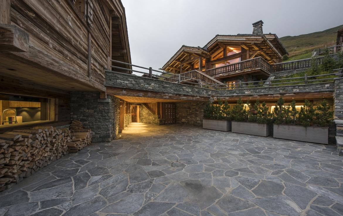 Kings-avenue-verbier-snow-chalet-suana-swimming-pool-boot-heaters-fireplace-020-19