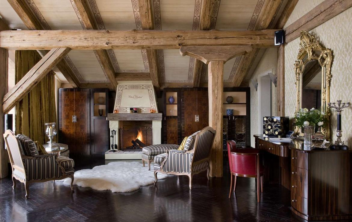 Kings-avenue-verbier-wifi-sauna-jacuzzi-hammam-swimming-pool-childfriendly-parking-cinema-gym-fireplace-beauty-spa-terraces-cigar-lounge-area-verbier-001-11