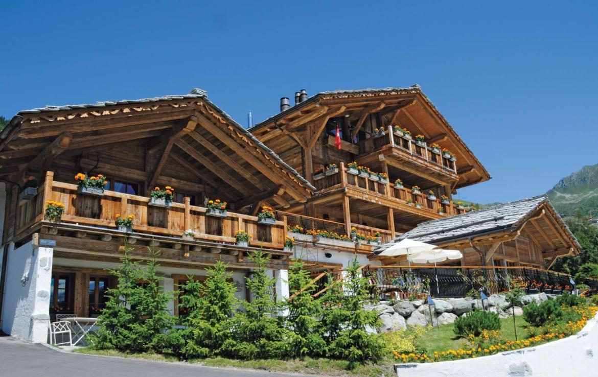 Kings-avenue-verbier-wifi-sauna-jacuzzi-hammam-swimming-pool-childfriendly-parking-cinema-gym-fireplace-beauty-spa-terraces-cigar-lounge-area-verbier-001