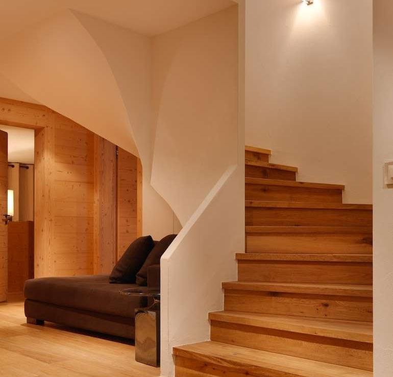Kings-avenue-zermatt-sauna-jacuzzi-childfriendly-fireplace-massage-room-wine-cellar-lift-area-zermatt-007-8