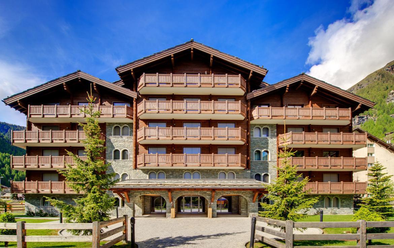 Kings-avenue-zermatt-snow-chalet-childfriendly-matterhornviews-acces-to-wellnes-swimming-pool-015-16