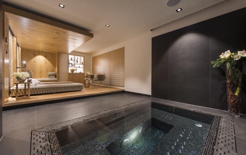 Kings-avenue-zermatt-snow-chalet-indoor-jacuzzi-hammam-childfriendly-spa-wellness-03-10