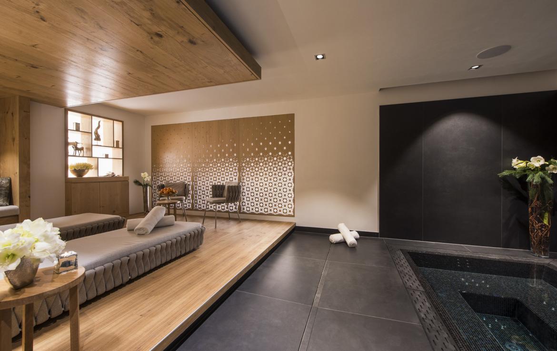 Kings-avenue-zermatt-snow-chalet-indoor-jacuzzi-hammam-childfriendly-spa-wellness-03-11