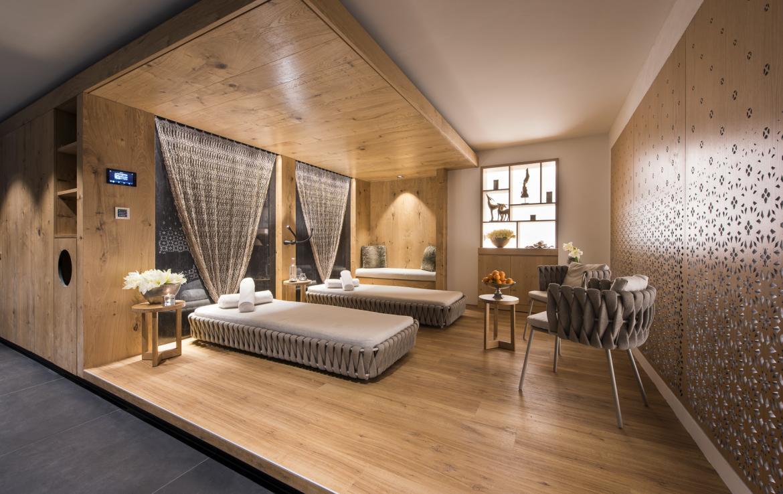 Kings-avenue-zermatt-snow-chalet-indoor-jacuzzi-hammam-childfriendly-spa-wellness-03-12