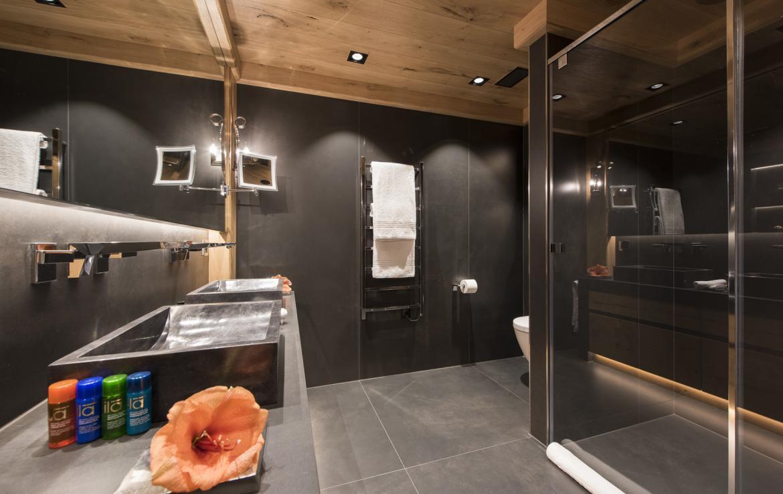 Kings-avenue-zermatt-snow-chalet-indoor-jacuzzi-hammam-childfriendly-spa-wellness-03-24