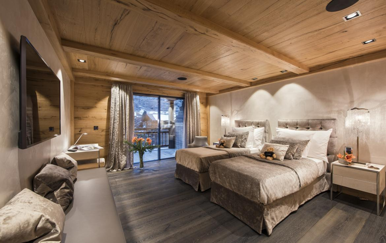 Kings-avenue-zermatt-snow-chalet-indoor-jacuzzi-hammam-childfriendly-spa-wellness-03-25