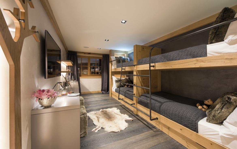 Kings-avenue-zermatt-snow-chalet-indoor-jacuzzi-hammam-childfriendly-spa-wellness-03-27