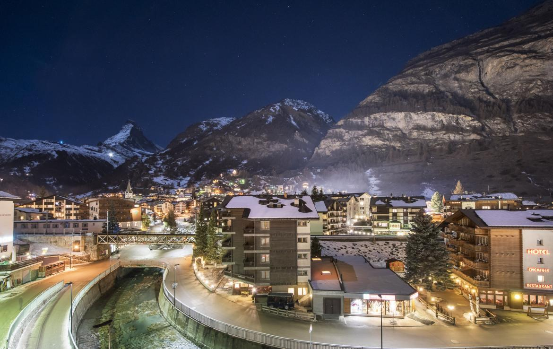 Kings-avenue-zermatt-snow-chalet-indoor-jacuzzi-hammam-childfriendly-spa-wellness-03-7