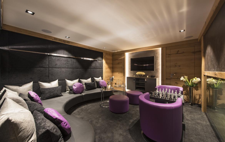 Kings-avenue-zermatt-snow-chalet-indoor-jacuzzi-hammam-childfriendly-spa-wellness-03-9