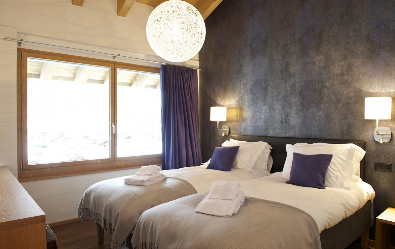 Kings-avenue-zermatt-snow-chalet-outdoor-jacuzzi-childfriendly-fitness-room-massage-area-014-1