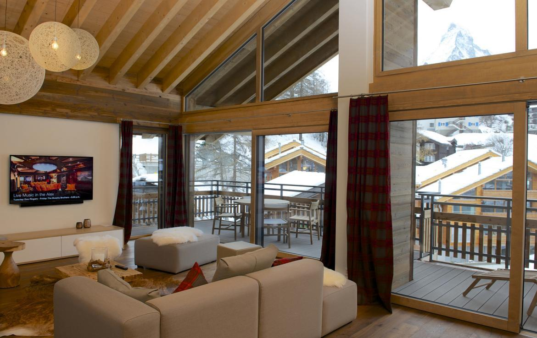 Kings-avenue-zermatt-snow-chalet-outdoor-jacuzzi-childfriendly-fitness-room-massage-area-014-10