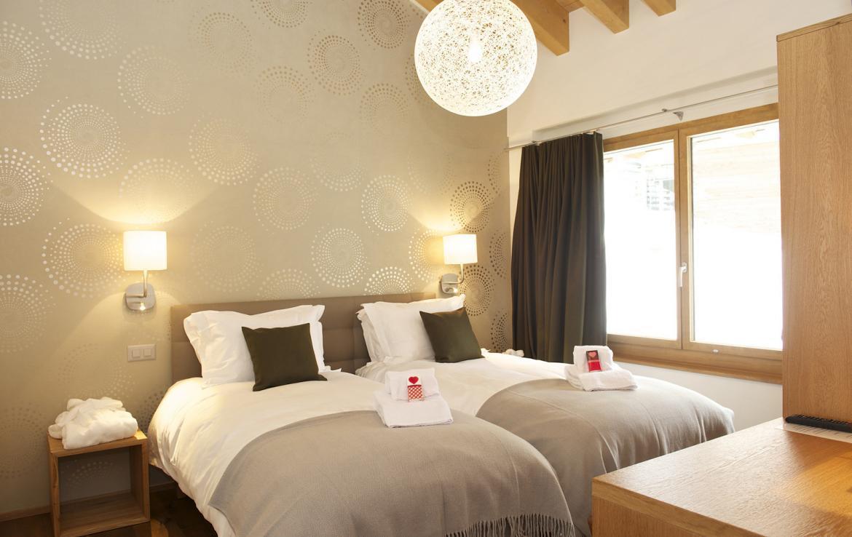 Kings-avenue-zermatt-snow-chalet-outdoor-jacuzzi-childfriendly-fitness-room-massage-area-014-6