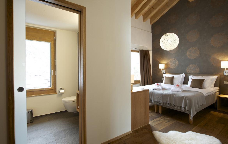 Kings-avenue-zermatt-snow-chalet-outdoor-jacuzzi-childfriendly-fitness-room-massage-area-014-7