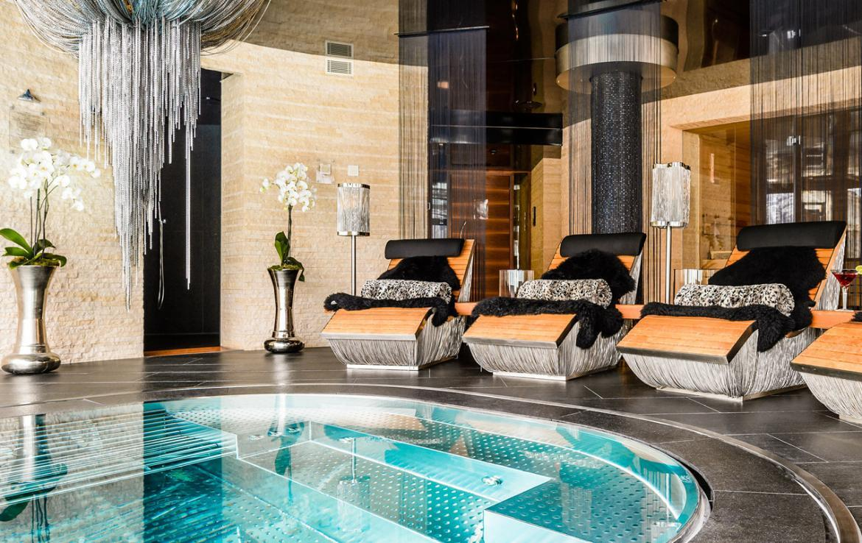 Kings-avenue-zermatt-snow-chalet-sauna-hammam-boot-heaters-library-wellness-02-18