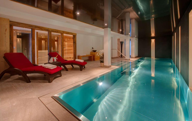 Kings-avenue-zermatt-snow-chalet-sauna-outdoor-jacuzzi-cinema-fireplace-05-1