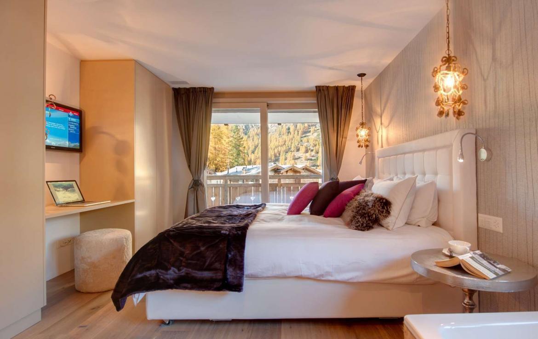 Kings-avenue-zermatt-snow-chalet-sauna-outdoor-jacuzzi-cinema-fireplace-05-13