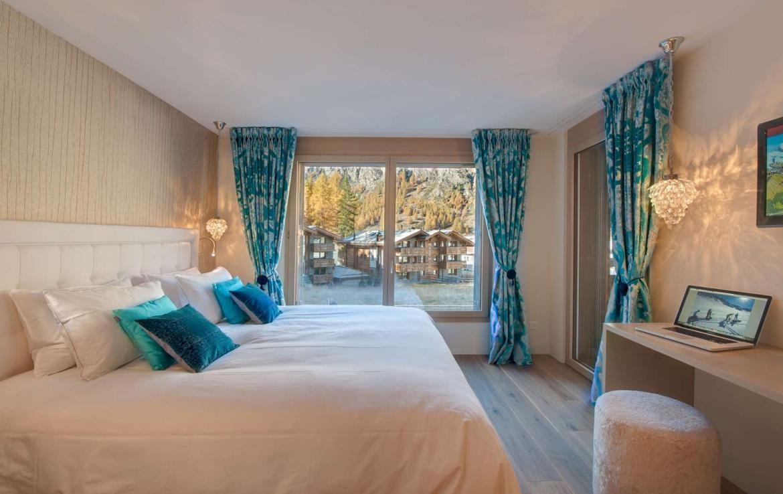 Kings-avenue-zermatt-snow-chalet-sauna-outdoor-jacuzzi-cinema-fireplace-05-14