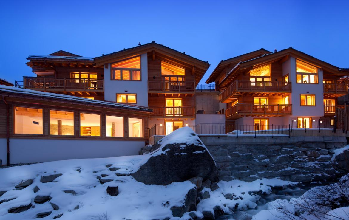 Kings-avenue-zermatt-snow-chalet-sauna-swimming-pool-childfriendly-fireplace-lift-09-2