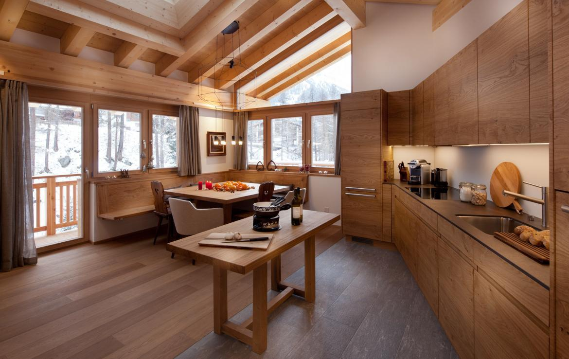 Kings-avenue-zermatt-snow-chalet-sauna-swimming-pool-childfriendly-fireplace-lift-09-6