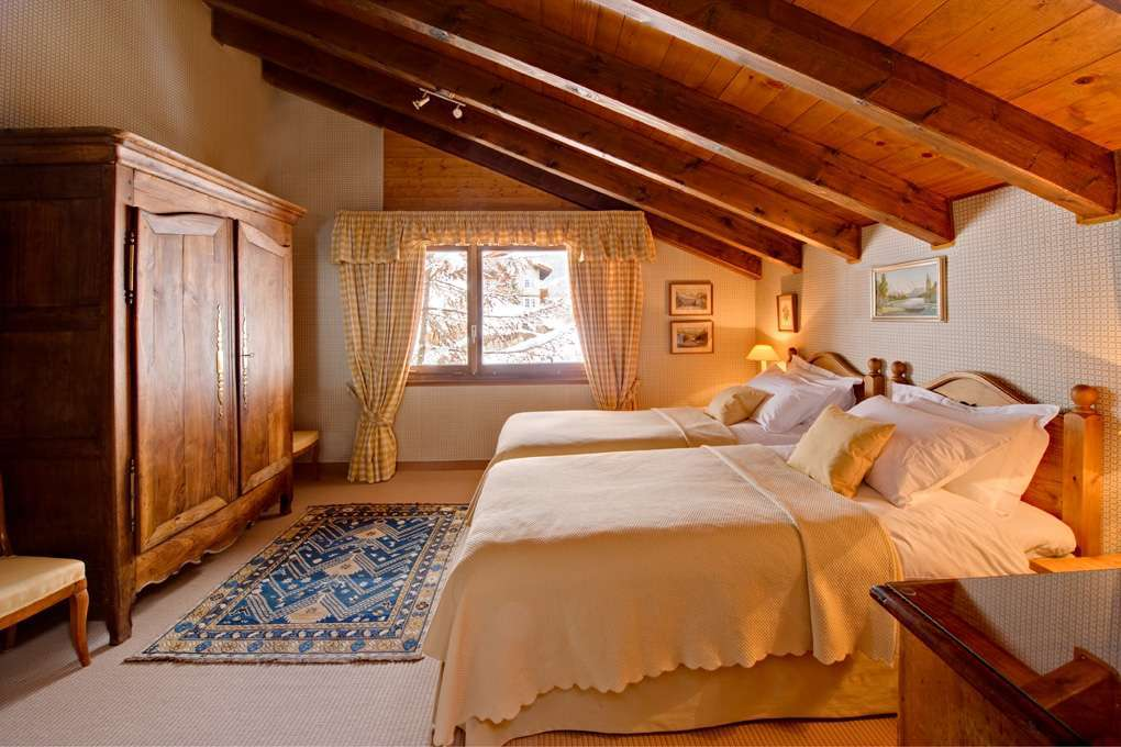 Kings-avenue-zermatt-snow-chalet-wi-fi-outdoor-jacuzzi-childfriendly-steam-shower-011-3