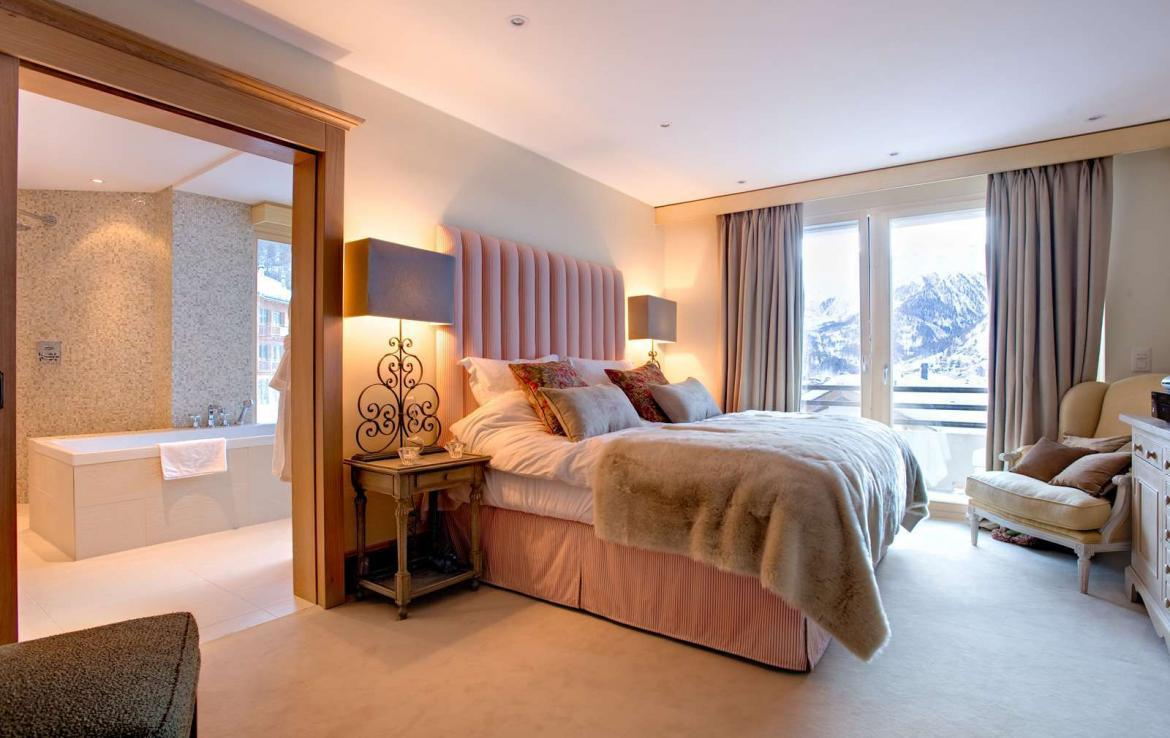 Kings-avenue-zermatt-snow-chalet-wi-fi-sauna-cinema-childfriendly-fireplace-massage-room-04-12