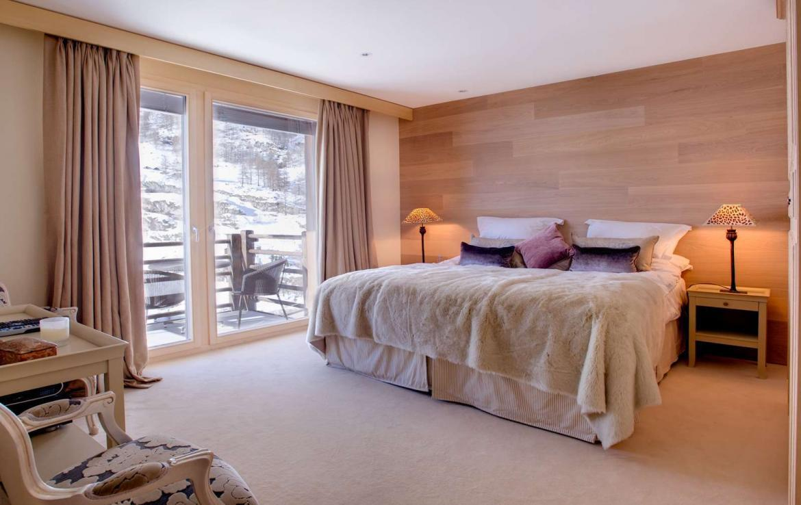 Kings-avenue-zermatt-snow-chalet-wi-fi-sauna-cinema-childfriendly-fireplace-massage-room-04-16