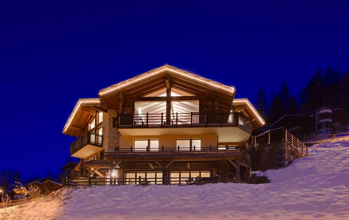 Kings-avenue-zermatt-snow-chalet-wi-fi-sauna-cinema-childfriendly-fireplace-massage-room-04-2