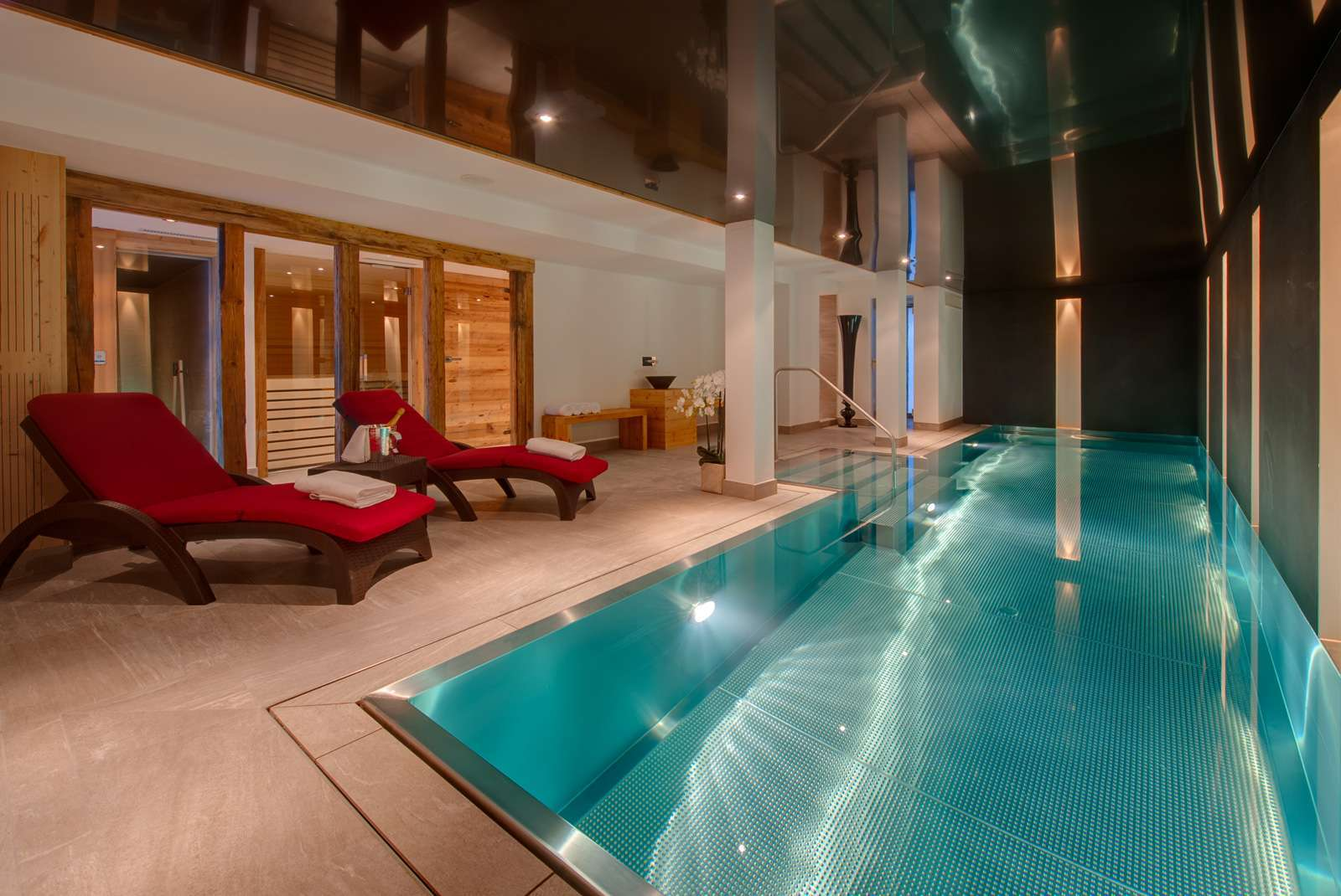 Kings-avenue-zermatt-wifi-sauna-hammam-jacuzzi-swimming-pool-childfriendly-cinema-fireplace-games-room-bar-lift-area-zermatt-005