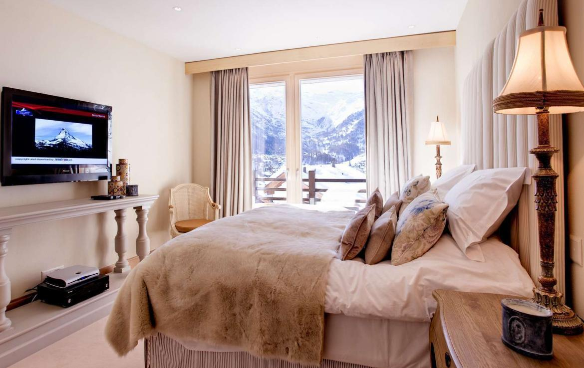 Kings-avenue-zermatt-wifi-sauna-jacuzzi-childfriendly-cinema-games-room-fireplace-pilates-yoga-room-balconies-area-zermatt-004-14