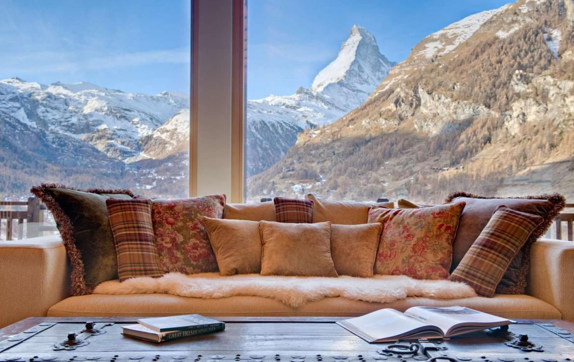 Kings-avenue-zermatt-wifi-sauna-jacuzzi-childfriendly-cinema-games-room-fireplace-pilates-yoga-room-balconies-area-zermatt-004-4
