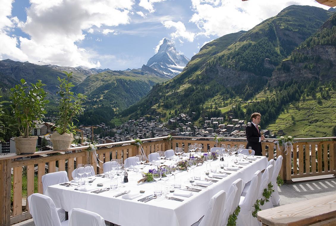Kings-avenue-zermatt-wifi-sauna-jacuzzi-hammam-childfriendly-cinema-fireplace-grand-piano-lift-wellness-steam-room-plunge-pool-area-zermatt-001-3