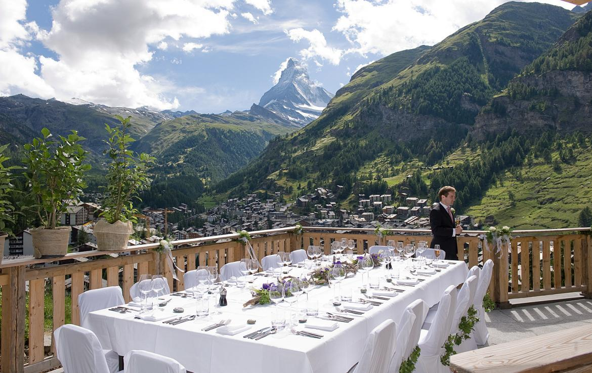 Kings-avenue-zermatt-wifi-sauna-jacuzzi-hammam-childfriendly-cinema-fireplace-grand-piano-lift-wellness-steam-room-plunge-pool-area-zermatt-001-3
