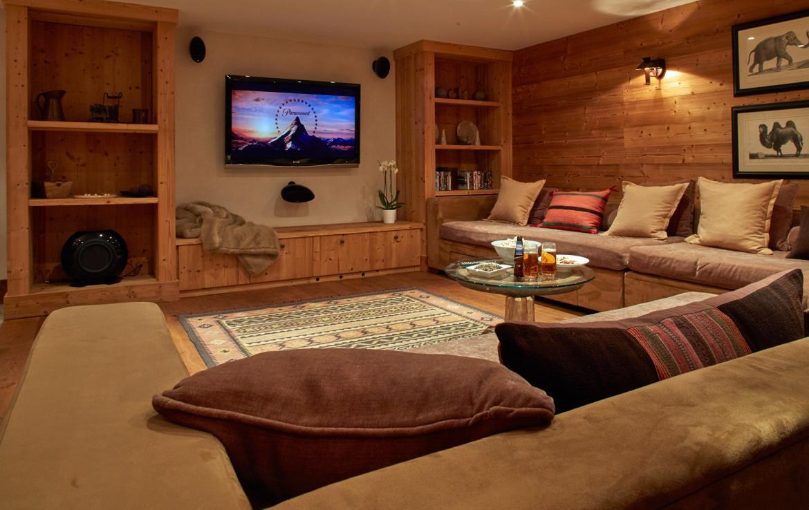 TV-room-chalet-meribel