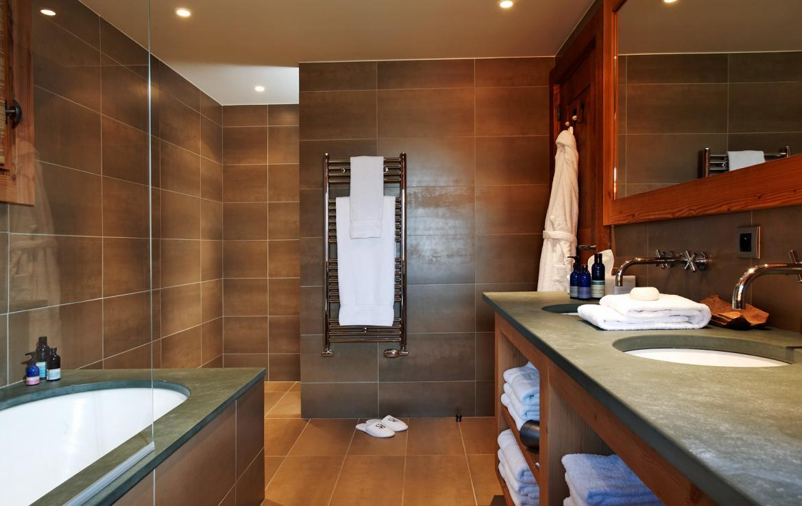 bathroom-4-in-chalet-lapin-blanc-meribel