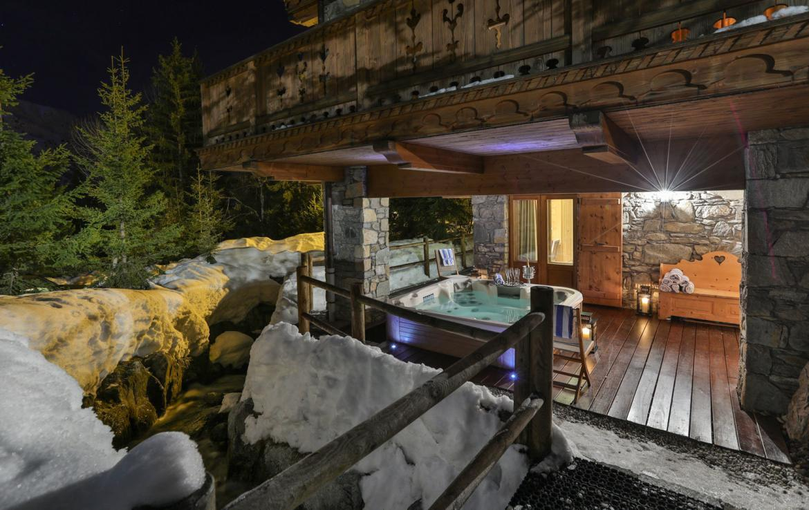 chalet-rental-jacuzzi-sk-in-out-meribel