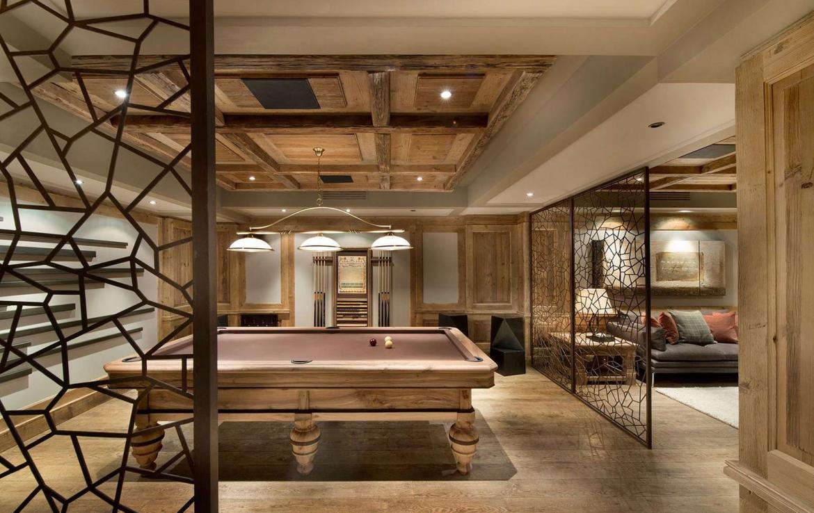kings-avenue-luxury-chalet-courchevel-001-gaming-room-with-billiard