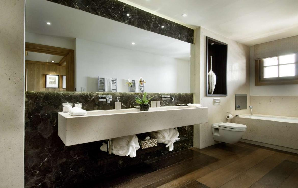 kings-avenue-luxury-chalet-courchevel-004-bathroom