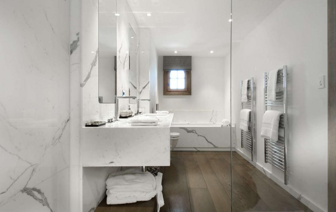 kings-avenue-luxury-chalet-courchevel-004-luxury-bathroom