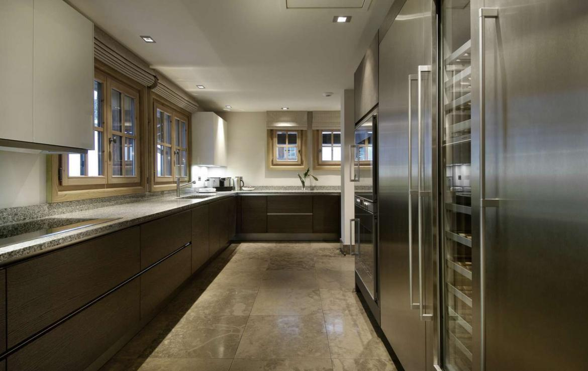 kings-avenue-luxury-chalet-courchevel-004-luxury-kitchen