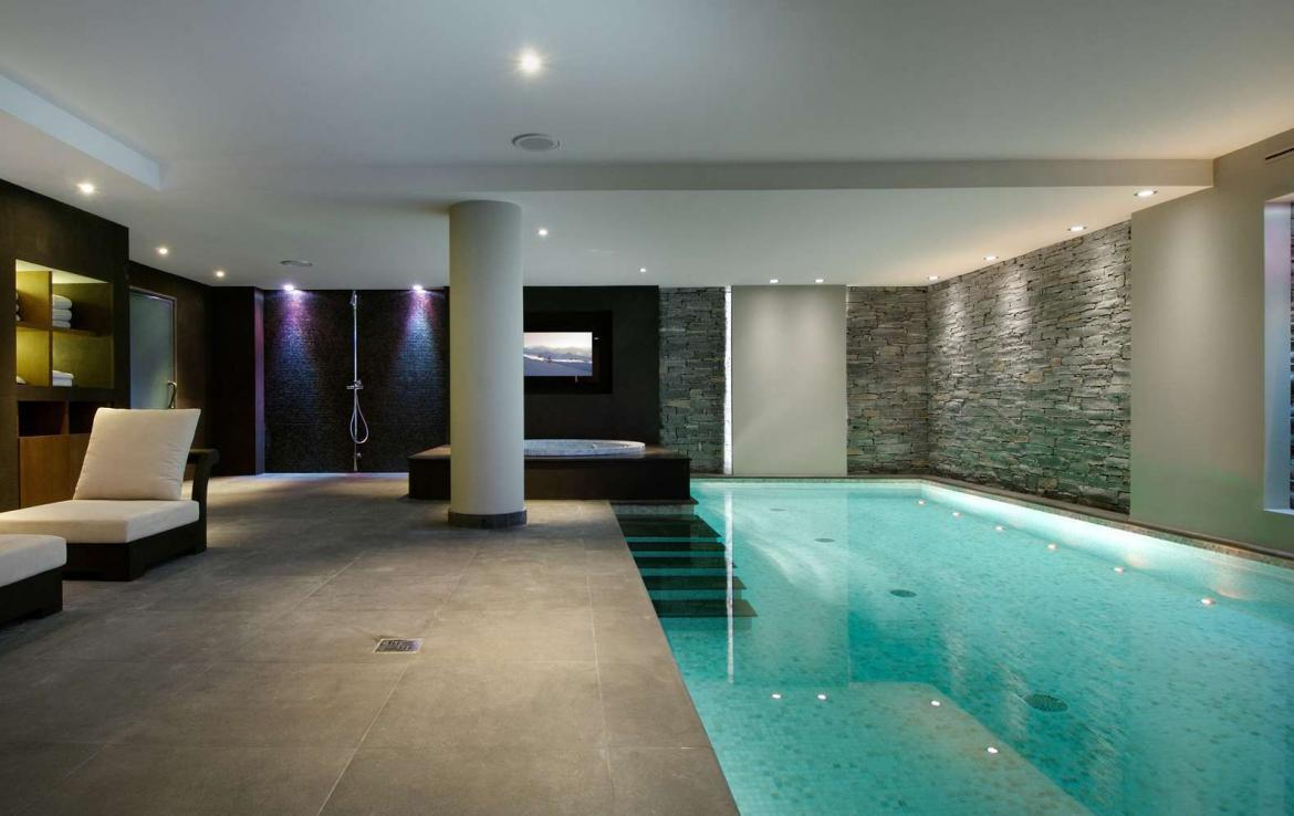 kings-avenue-luxury-chalet-courchevel-004-side-view-inside-swimming-pool-with-relaxation-area