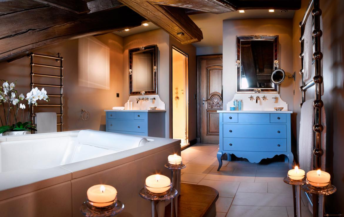 kings-avenue-luxury-chalet-courchevel-006-luxury-bathroom