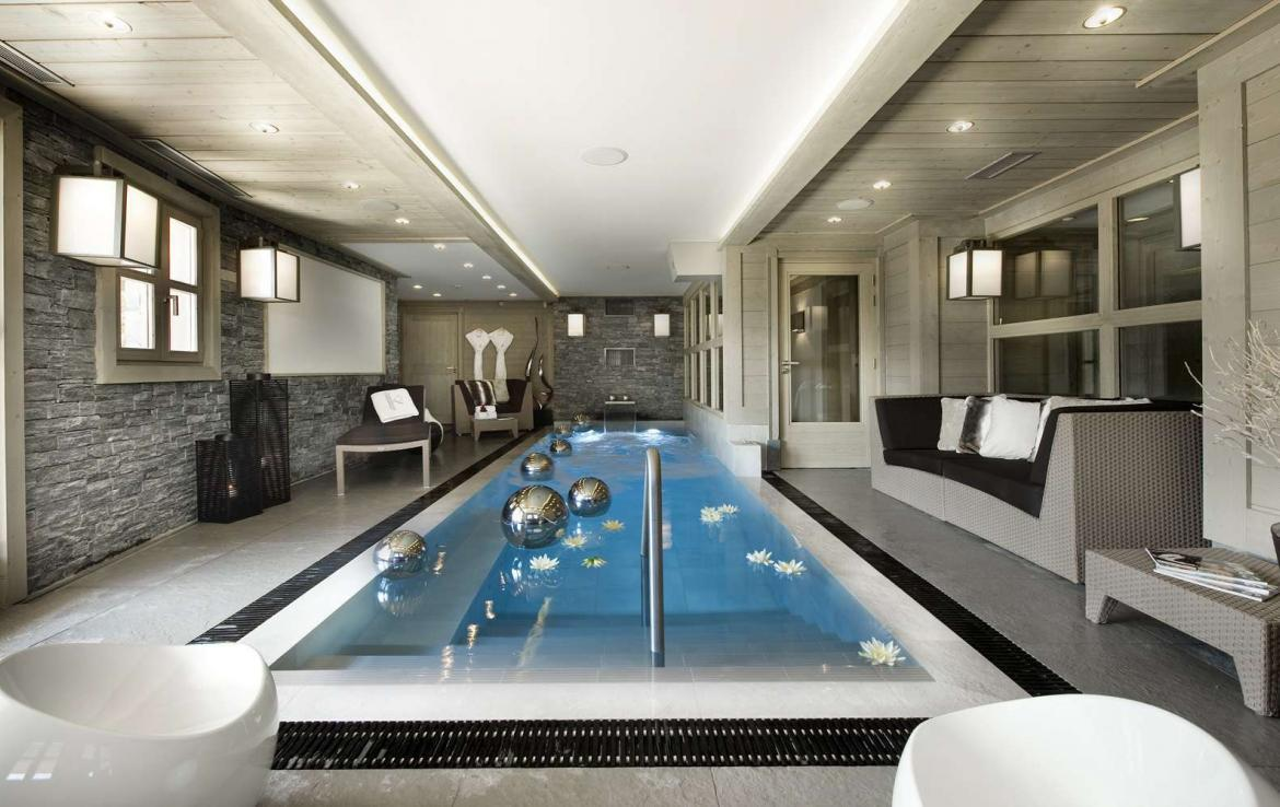 kings-avenue-luxury-chalet-courchevel-007-front-view-spa-area-with-indoor-swimming-pool