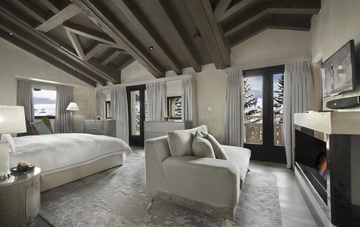 kings-avenue-luxury-chalet-courchevel-008-master-bedroom-with-balcony-and-views