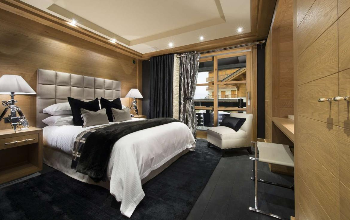 kings-avenue-luxury-chalet-courchevel-009-bedroom-with-balcony