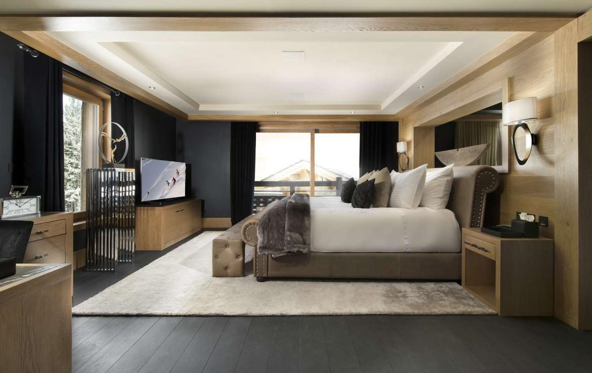 kings-avenue-luxury-chalet-courchevel-009-master-bedroom-with-tv-balcony-and-views