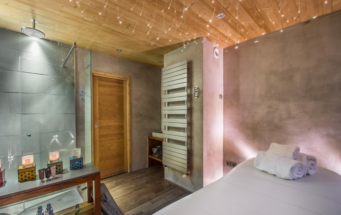 kings-avenue-luxury-chalet-courchevel-011-spa-area-bathroom